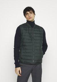 CELIO - SULESS - Waistcoat - dark green - 0