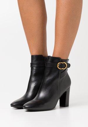 Kotníková obuv na vysokém podpatku - noir
