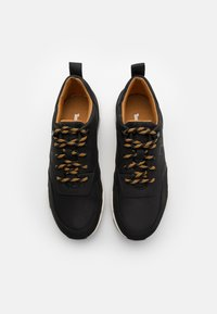 Timberland - CONCRETE TRAIL OXFORD - Sneakersy niskie - black - 3