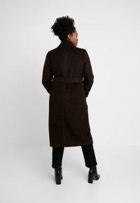Glamorous Curve - MASCULINE COAT - Classic coat - chocolate - 2