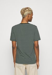 Scotch & Soda - CLASSIC CREWNECK TEE - Print T-shirt - black/white - 2