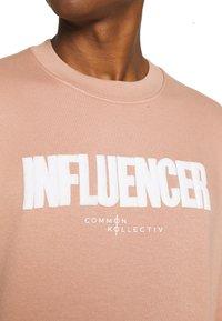 Common Kollectiv - INFLUENCER TRACKSUIT UNISEX - Tracksuit - pink - 4