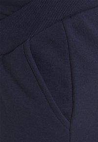 Anna Field MAMA - Tracksuit bottoms - dark blue - 2