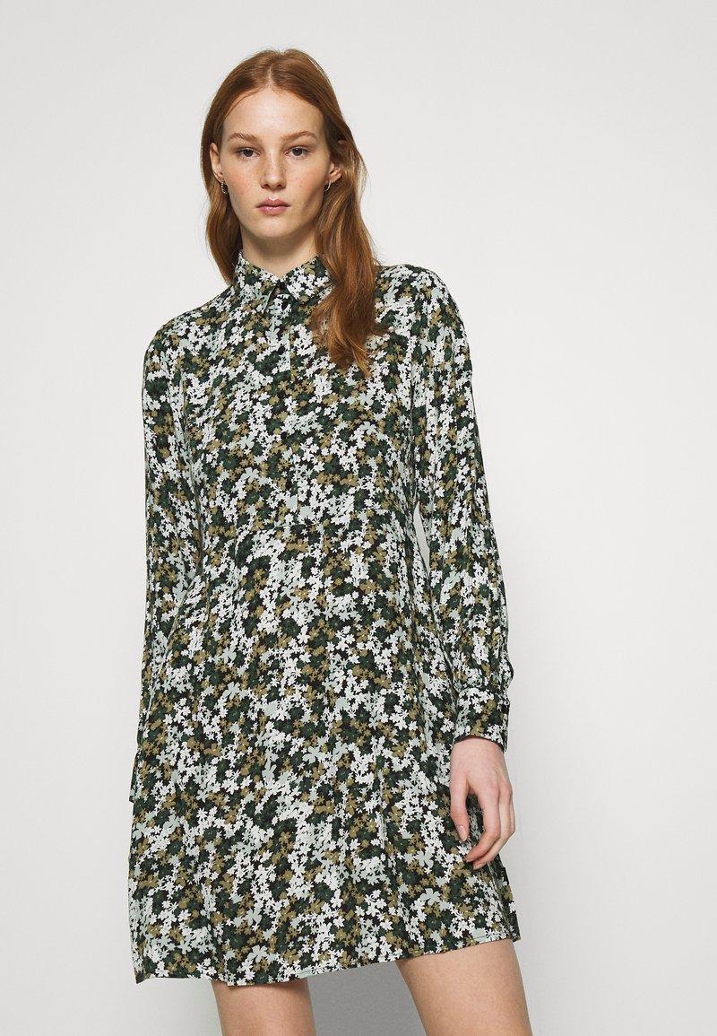 Pieces - PCFRIDINEN DRESS - Shirt dress - jadeite