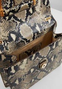 Loeffler Randall - MARLA SQUARE BAG WITH CHAIN - Torebka - amber/sand - 4