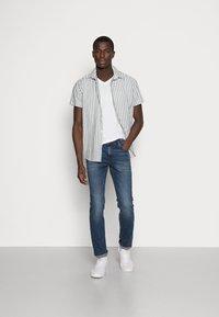 TOM TAILOR DENIM - SLIM AEDAN - Jeans slim fit - mid stone wash denim - 1