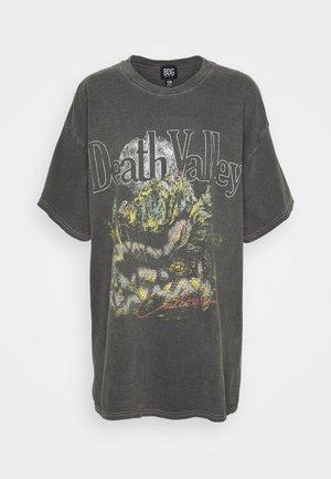 DEATH VALLEY DAD TEE - Potiskana majica - charcoal