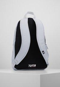 Nike Sportswear - ELEMENTAL UNISEX - Reppu - sky grey/sky grey/washed coral - 2