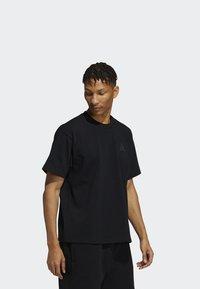 adidas Originals - PHARRELL TEE - T-shirt med print - black - 3