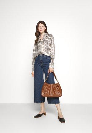 HANNAH - Handbag - luggage