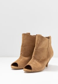L37 - UNSTOPPABLE - Ankle boots - brown - 4