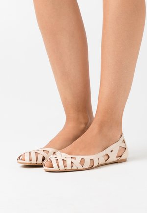 DERAY - Peeptoe ballet pumps - ivoire