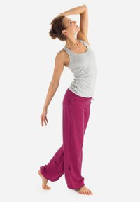 Winshape - Tracksuit bottoms - berry love - 5
