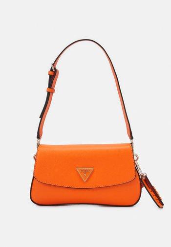 CORDELIA FLAP SHOULDER - Taška spříčným popruhem - orange