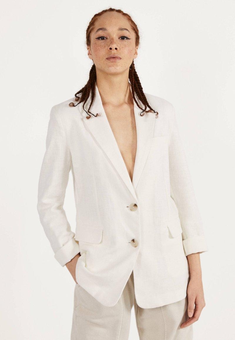 Bershka - Krótki płaszcz - white