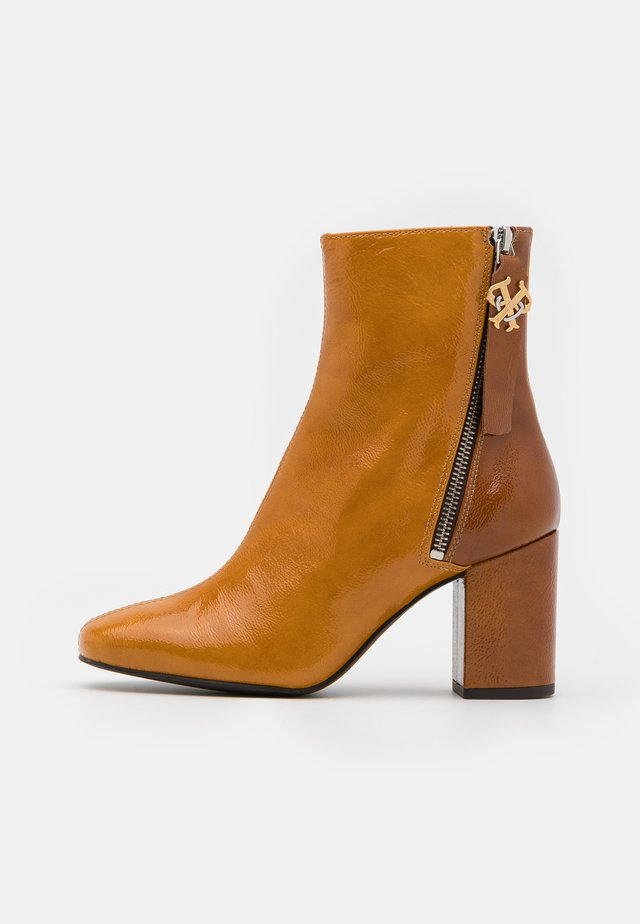 GIULLIET TRONCHETTO - Classic ankle boots - senape