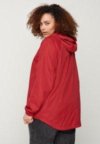 Zizzi - MIT REISSVERSCHLUSS UND KAPUZE - Outdoor jacket - red - 2