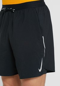 Nike Performance - M NK FLX STRIDE SHORT 7IN 2IN1 - Urheilushortsit - black/silver - 3