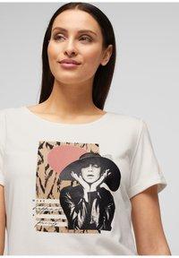 s.Oliver BLACK LABEL - MIT FRONTPRINT - Print T-shirt - white - 5