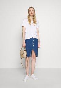 GAP - Basic T-shirt - white - 1