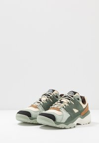 Merrell - BOULDER RANGE - Hiking shoes - foam/laurel - 2