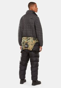 The North Face - M NUPTSE BIB - Pantalones - tnf black - 1