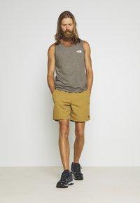 The North Face - MEN'S CLASS PULL ON TRUNK - Pantalones montañeros cortos - british khaki - 1