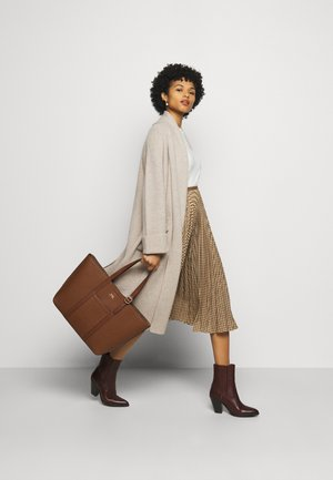 PEBBLED CLASSIC TOTE - Tote bag - light brown