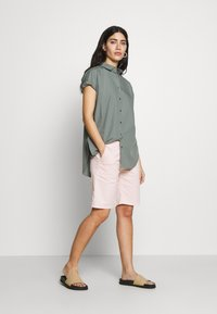 CLOSED - SENNA - Button-down blouse - dusty pine - 1
