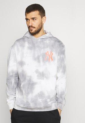 NEW YORK YANKEES TIE DYE GRAPHIC HOODIE - Sweatshirt - multicolor
