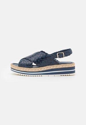 Korkeakorkoiset sandaalit - azulon