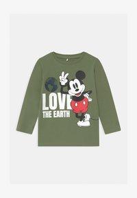Name it - DISNEY MICKEY MOUSE REYNOLD  - Langærmede T-shirts - deep lichen green - 0