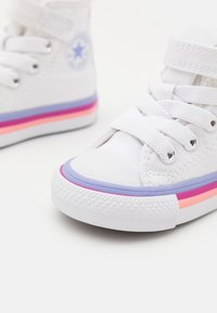 Converse - CHUCK TAYLOR ALL STAR STRIPED MIDSOLE UNISEX - High-top trainers - white/twilight pulse - 5