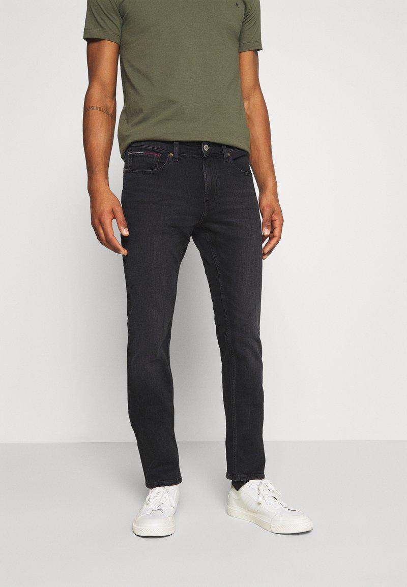 Tommy Jeans - SCANTON SLIM - Vaqueros slim fit - max black