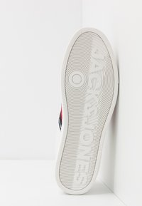 Jack & Jones - JFWSLOANE LOGO - Sneakersy niskie - white - 4
