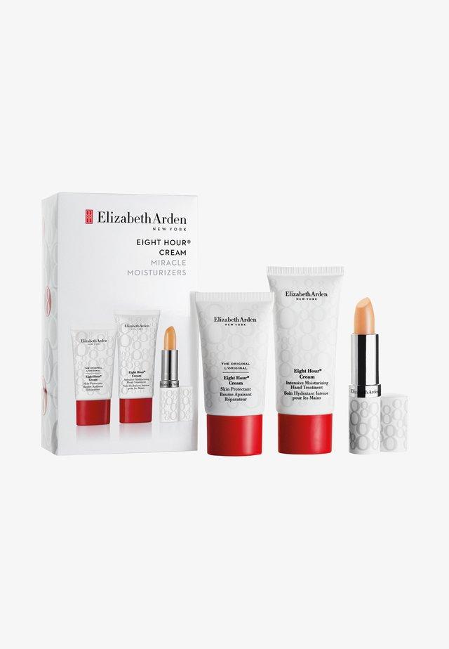EIGHT HOUR PAID SAMPLING SET - Kit skincare - -