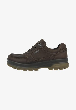 RUGGED TRACK - Hiking shoes - brown