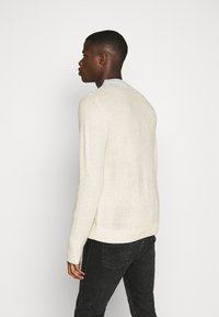 Jack & Jones - JJKIM CREW NECK - Pullover - cloud dancer - 2