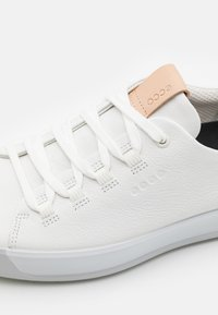 ECCO - GOLF SOFT - Golfové boty - bright white/concrete - 5
