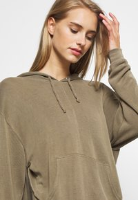 Free People - BACK INTO IT HOODIE - Hoodie - army - 3