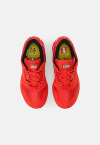 adidas Originals - ZX 8000 LEGO UNISEX - Sneakers laag - active red/white - 3