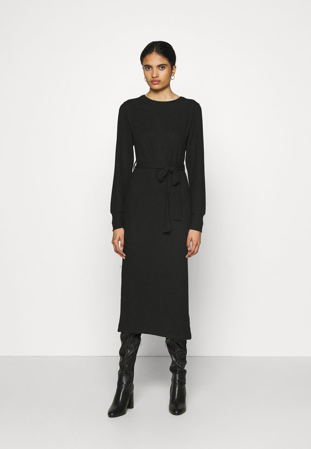 CUT AND SEW BELT MIDI - Sukienka dzianinowa - black