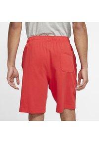 Nike Sportswear - CLUB - Kraťasy - university red/white - 2