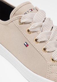 Tommy Hilfiger - ESSENTIAL NAUTICAL SNEAKER - Trainers - stone - 2