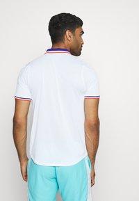 Nike Performance - SLAM - Sports shirt - white/ghost green - 2