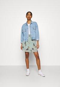 Vero Moda - VMFALLIE SHORT SKIRT  - Mini skirt - green milieu/newfallie - 1