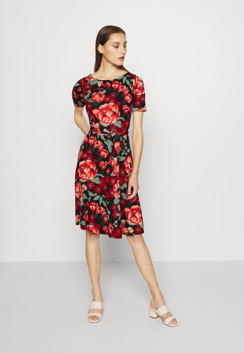 King Louie - BETTY DRESS KIMORO - Jersey dress - chili red