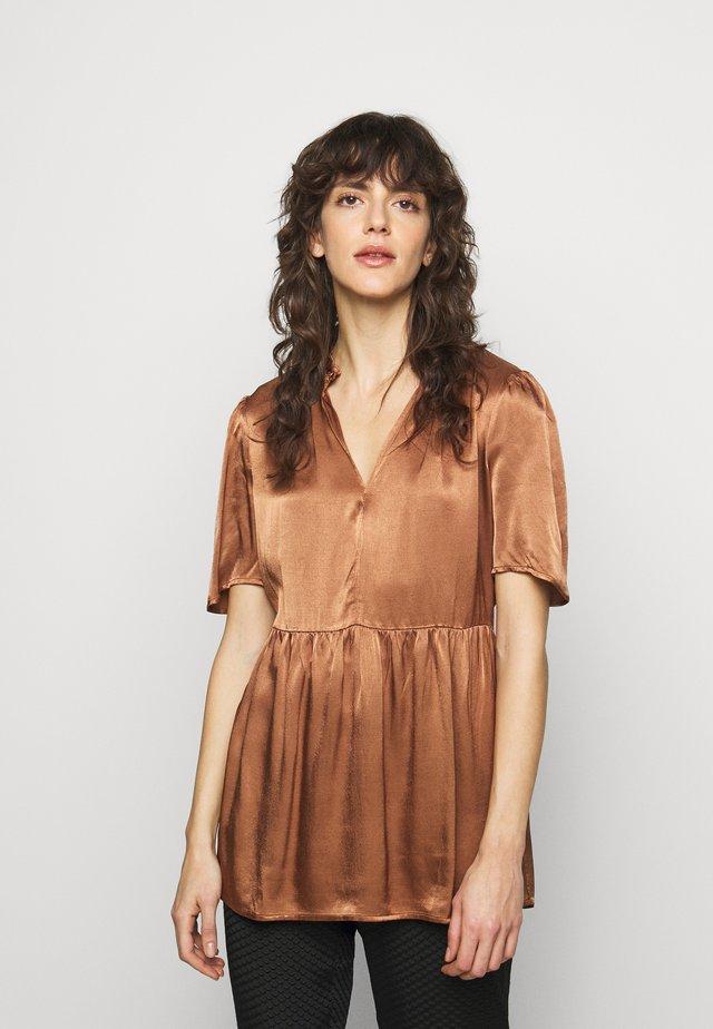 CRISTARIA - Print T-shirt - walnut