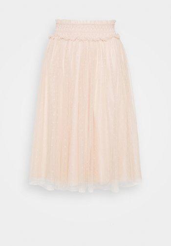 HONEYCOMB SMOCKED MIDI SKIRT EXCLUSIVE ELASTIC WAIST - Áčková sukně - stawberry icing