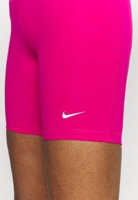 Nike Performance - SHORT HI RISE - Legginsy - fireberry/black/white - 3